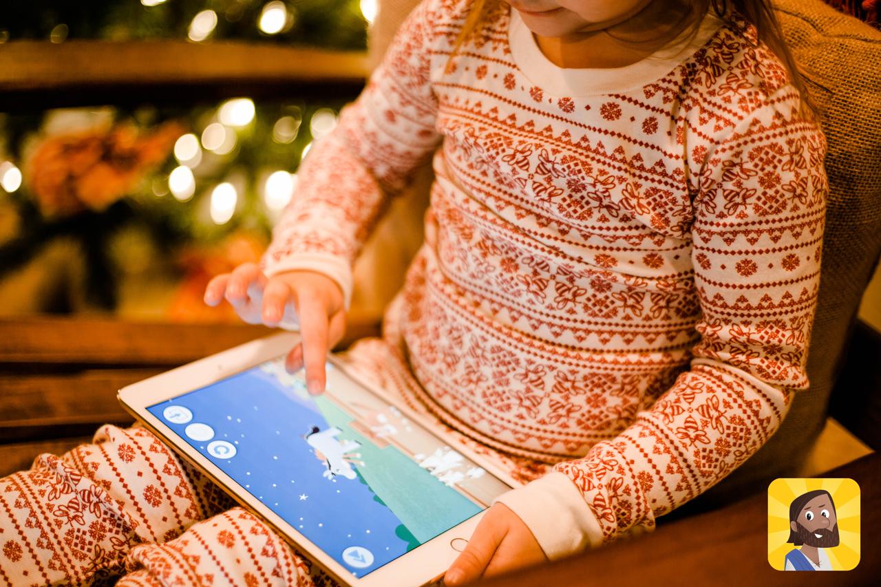一個孩子在使用兒童聖經軟體