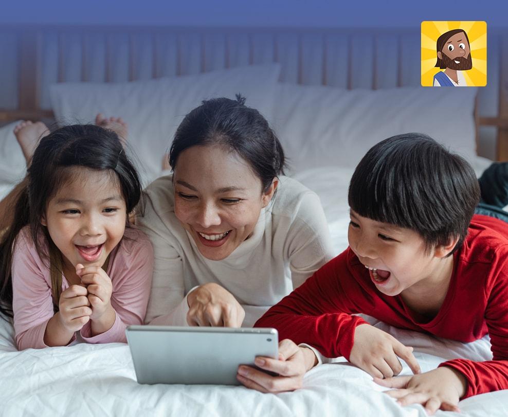 Família brincando no tablet